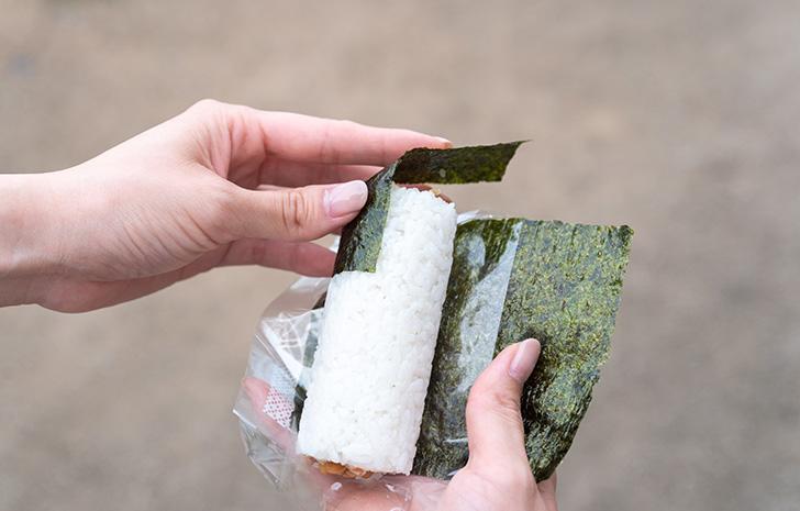 コンビニ海苔巻きのきれいな食べ方
