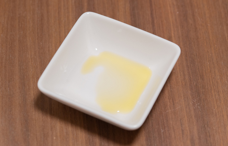 プリマヴィスタ 皮脂くずれ防止化粧下地 超オイリー肌用「ブラックプリマ」効果検証に使う食用オリーブオイル
